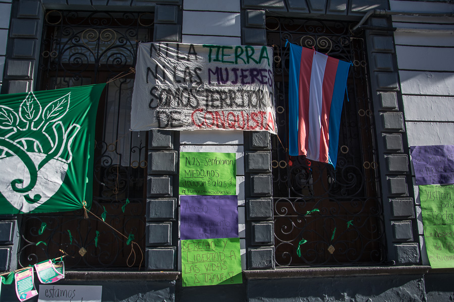Así fue la inédita toma del Congreso de Puebla por grupos feministas
