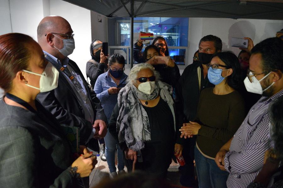 La familia de Zyanya Estefanía Figueroa Becerril se manifestó afuera del domicilio donde la joven fue víctima de feminicidio, y después en la Fiscalía